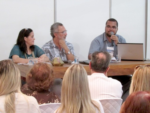 Maria José, Paulo Sodré e eu na palestra sobre Literatura Infantil.